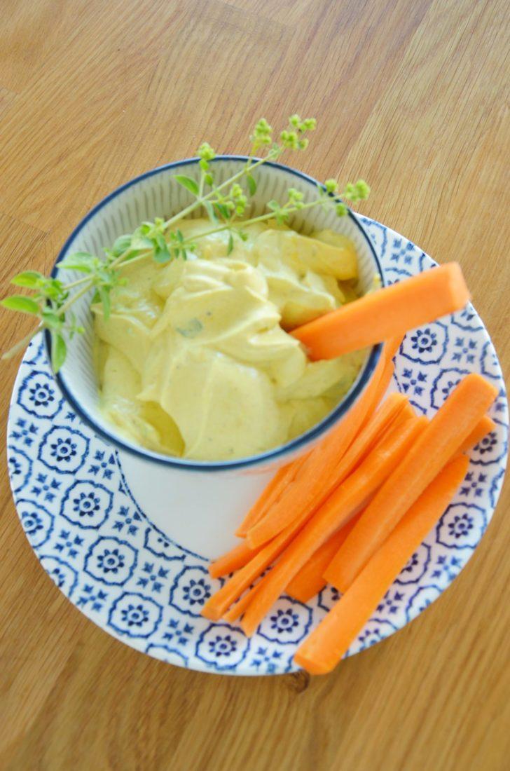 Möhren mit Curry-Honig-Dip
